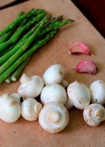 ajo-esparragos-y-champignon